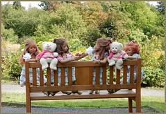 Bankaustausch ... (Kindergartenkinder) Tags: grugapark essen gruga park nrw kindergartenkinder annette himstedt dolls annemoni milina sanrike tivi garten baum