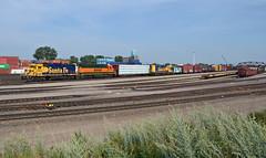 BNSF 2785- Blue & Yellow Northtown (Khang Lu) Tags: bnsf atsf santa fe burlington northern caboose 2785 gp392 monticello monti local railroad train locomotive emd