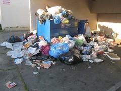 Overflowing Dumpster (TedParsnips) Tags: canogaparkquilt canogapark sfv losangeles southerncalifornia california dumpster overflow trash garbage blight