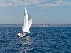 Voilier au large de Marseille