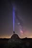 Señales (Antonio.Vallano) Tags: vialactea galaxia nocturna noche estrellas cerrato chozo linterna largaexposicion vallano iluminacion piedra