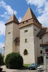 Schloss La Sarraz ( Ursprung 11. Jahrhundert - château castle castello ) im Dorf La Sarraz im Kanton Waadt - Vaud in der Westschweiz - Suisse romande - Romandie der Schweiz (chrchr_75) Tags: schloss la sarraz schlosslasarraz albumschlosslasarraz kantonwaadt kantonvaud waadt vaud westschweiz suisse romande romandie schweiz switzerland svizzera suissa swiss christoph hurni chrchr chrchr75 chrigu chriguhurni chriguhurnibluemailch august 2017 albumzzz201708august albumschlösserkantonwaadt albumschweizerschlösserburgenundruinen kanton canton castle château castello kasteel 城 замок castillo mittelalter geschichte history gebäude building archidektur