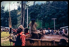 16-Gembogi Sing Sing, Chimbu Province, PNG, 1978 ((π)) Tags: chimbu chimbuvalley chimbuprovince png papuanewguinea 1978 newguineahighlands highlandshighway jungle mountains mountaincommunity singsing festival
