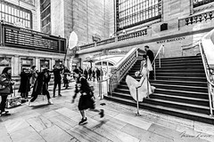 Escaping from the Scene (Mario Rasso) Tags: mariorasso nikon d800 1424mm grandcentral newyork manhattan midtown grandcentralterminal usa bride urban blackandwhite blackwhite photographer d810