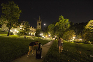 Lehigh students viewing Saturn