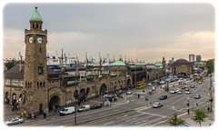 Landungsbrücken Hamburg (Aufklatscher) Tags: hamburg germany landungsbrücken stadt city street gebäude building architektur verkehr traffic strase