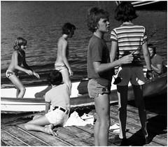 Am Bootssteg (sinepo) Tags: mädchen kinder kids bott see wasser jungen badehose shorts kurz sommer