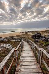 O Vilar (Jhaví) Tags: ovilar praia beach galicia playa atardecer sunset nublado verano summer cielo