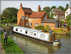 'HOPE VALLEY' Braunston (Jason 87030) Tags: coventry valleycrusies hopevalley washingline man woman leisure crookedcottage northants northamptonshire september 2017 pole canon eos 50d water reflection lock 2 two image flickr lens owpath cottage braunston local guc grandunioncanal crt