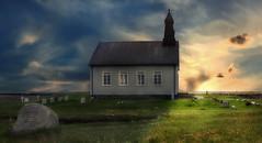 Strandarkirkja (ellen-ow) Tags: island kirche sodurland strandarkirkja gebäude iceland church sonnenuntergang sonnenschein atmosphäre grabstein gravestone architektur landschaft landscape frühling spring nikond5 ellenow