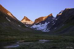 """Hikers' Paradise"" (ScenicMotion) Tags: norway hurrungane ringsdalen ringstind mountain alpenglow jotunheimen sunset sognfjordane breathtakinglandscapes"