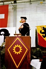 Geoffrey Stavert expresses the Society's gratitude to Colonel Buergi and his troops (photo by Jean Upton)