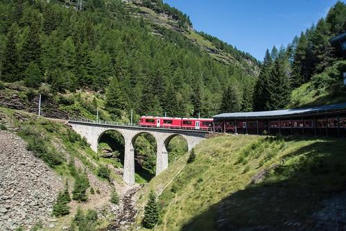 sul viadotto per superare la valle
