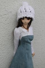 Gorro de corazones💕💕💕 (Ninotpetrificat) Tags: crochet lana gorrodelana gorro handmade hobby cute kawaii doll dd dollfiedream dollfie volks vaquero vestido blanco asiandoll asiantoys toys japantoy japandoll yukino
