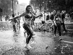 Dancing in the Rain (Hans-Jörg Aleff) Tags: berlin csd christopherstreetday blackwhite dancingintherain pride streetphotography deutschland