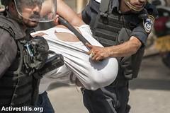 Clashes in Wadi al Joz, East Jerusalem, 21.7.2017 (Activestills) Tags: occupation eastjerusalem jerusalem alaqsa arrest police policeviolence borderpolice youth topimages martinbarzilai