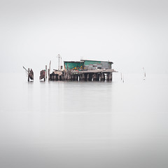 Capanna III (Vesa Pihanurmi) Tags: capanna hut piles fishing sea lagoon venezia venice italy minimalism fog longexposure lagunaveneta venetianlagoon