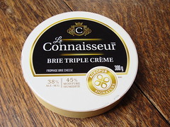 Connaisseur Brie (knightbefore_99) Tags: fromage cheese brie triple cream best tasty agropur signature lait milk food soft delicious awesome queso round art