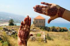 Henne hands (Délirante bestiole [la poésie des goupils]) Tags: liban lebanon archeology archéologie antic site baalbek roman byblos jbeil renan