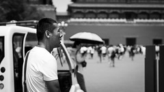 Massive impression (Go-tea 郭天) Tags: pékin beijingshi chine cn beijing forbidden city palace old ancient imperial traditional tradition gate entrance history historical historic tourist touristic wonderful man impressive impressed discovering discover candid portrait expression face massive crowded canon eos 100d 50mm prime street urban outside outdoor people bw bnw black white blackwhite blackandwhite monochrome naturallight natural light asia asian china chinese past amaizing amaized chocked