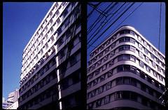 Edifício Brasilino de Moura - o balança mas não cai. (terencekeller) Tags: olympus pen eed fujifilm superia xtra 400 35mm film half frame meio quadro penography cor terence keller v370 olympuspenee2 halfframe meioquadro