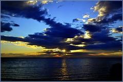 La suprématie du bleu (bleumarie) Tags: été été2017 littoralméditerranéen mariebousquet mididelafrance suddelafrance bleumarie côte catalogne france littoral méditerranée mer midi nikond3100 pyrénéesorientales roussillon saintemarie saintemarielamer sud vacances bleu eau soleil levant soleillevant leverdesoleil aube aurore tôt matin nuage jetée rocher ciel rayon reflet