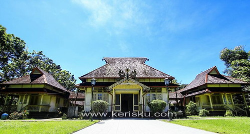 Kesultanan Sambas / Kalimantan. Istana Alwatzikhoebillah - a photo ...
