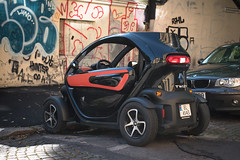 Renault Twizy, Electric car (jens.gothilander) Tags: oslo norway sightseeing tourist visitor vacation summer 2017 swede tourism nikon d5500 electric car renault tweezy city twizy