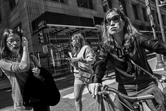 Chestnut Street, 2017 (Alan Barr) Tags: philadelphia 2017 marketeast street sp streetphotography streetphoto blackandwhite bw blackwhite mono monochrome city candid group people fujifilm fuji x70 chestnutstreet
