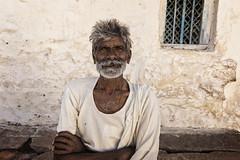 PATTADAKAL: PORTRAIT BARBU (pierre.arnoldi) Tags: inde india pierrearnoldi photoderue pattadakal photooriginale photocouleur photodevoyage portraitdhomme karnataka
