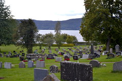 Nes kirke / Nes Church (Brandbu) (Inger Bjørndal Foss) Tags: nes church graveyard randsfjorden lake
