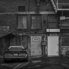 Corvette (Julio López Saguar) Tags: juliolópezsaguar coche car automóvil blancoynegro blackandwhite película film hasselblad losángeles california usa unitedstates estadosunidos calle street corvette urban urbano