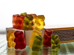 Living in the box (Günter Hentschel) Tags: schachtel box fruchtgummi gummibären lebensmittel indoor flickr hentschel nikon nikond5500 d5500 deutschland germany germania alemania nrw europa