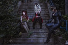 Steampunk Gotham Sirens: Chilling at Gotham stairs. (SpirosK photography) Tags: steampunk steampunkgothamsirens gothamsirens poisonivy maruchan studio photoshoot victorian portrait strobist nikon d750 athens greece spiroskphotography cosplay costumeplay harleyquinn aileen aileenautumn hammer yourfacehere ailiroy catwoman gotham stairs steps evening