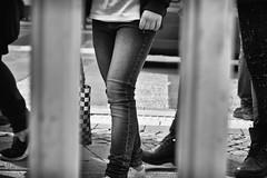 OKSF 94 (Oliver Klas) Tags: okfotografien oliver klas street streetfotografie streetphotography strassenfotografie streetart streetphotographer streetphoto schwarzweis schwarzweissfotografie blackandwhite monochrom personen people menschen persons kinder children kids deutschland germany stadt city kunst art