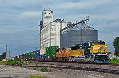 Westbound Intermodal in Central City, NE (Grant Goertzen) Tags: cnw chicago north western system up union pacific railroad railway locomotive train trains west westbound grain elevator intermodal emd
