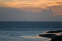 這裡有愛 (lgf55555(基福)) Tags: 海 海邊 漁夫 魚船 彩霞 夕陽 黃昏 小浪