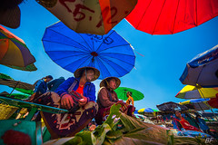 Best color is.......Smile !!! (poupette1957) Tags: art atmosphère canon city colors costumes color deco detail fishey grandangle humanisme hat imagesingulières sky market life landscape lady photographie people rue street shop town travel laos urban ville voyage