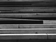 Linien (Christian Güttner) Tags: treppe schwarzweis schwarzweisfotografie svartvitt sw film germany czarnobiale bw blackandwhite bokeh bokhe niemcy nrw monochrome mediumformat mittelformat moerschecodeveloper outdoor zenzabronica tyskland rollfilm europa ecodeveloper etrs fomapan foma fomapan400 analog analogue architektur