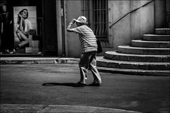 Chapeau! (vedebe) Tags: humain people noiretblanc netb nb bw monochrome ville city escaliers rue urbain street