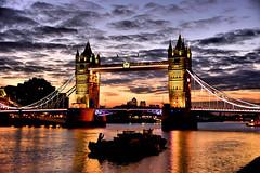 Dawn at Tower Bridge (Croydon Clicker) Tags: tower bridge dawn clouds river thames london uk nikon sigma floodlights 1000v40f