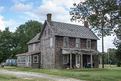 Old House with Cedar Shake Siding, Eastern Shore (Southern Delaware) (adamkmyers) Tags: oldhouse sussexcounty southerndelaware easternshore lowerslowerdelaware
