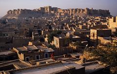 Jaisalmer 1987 - Fort (sharko333) Tags: travel reise voyage asia asien asie india indien rajasthan jaisalmer building architecture fort 1987 analog