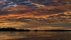 Stille ruht der See / Silence rests the lake (ruedigerhey) Tags: himmel morgengrauen wasser see wellen sky morning gray water sea waves