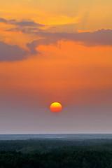 150329 Portrait d'un Sunset, Saïgon, Vietnam (Christian Chene Tahiti) Tags: canon 7d croisière travel voyage cruise phumy hochiminhville saïgon vietnam terre sunset crépuscule coucherdesoleil sun sunlight orange rouge extérieur ciel calme mer canonflickraward