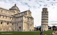 Leaning Tower of Pisa and Cathedral (johnfranky_t) Tags: cattedrale pisa italia prato johnfranky t pendente cathedral italy colonne finestre crocifisso cupola tetti bandiera flag