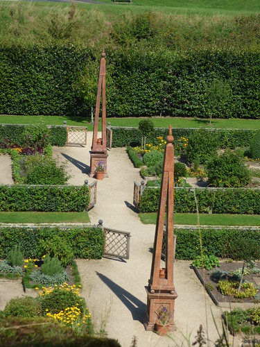 Elizabethan Garden - Kenilworth Castle from the Great Tower - obelisks