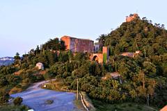 Amanecer (Xaviort) Tags: montaña árboles verde ermita castillo monasterio