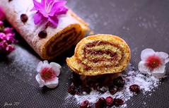 BRAZO DE GITANO RELLENO DE FRESA (z@ri) Tags: pink rosa rose food gastronomía pastel cake dessert fotografíaculinaria canon canon1200d 50mm18 profundidaddecampo gastronomie gastronomy