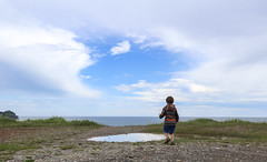 Playing Outside (Danny VB) Tags: outside playing gaspesie quebec canada ciel nuages eau ocean atlantic canon m10 été summer